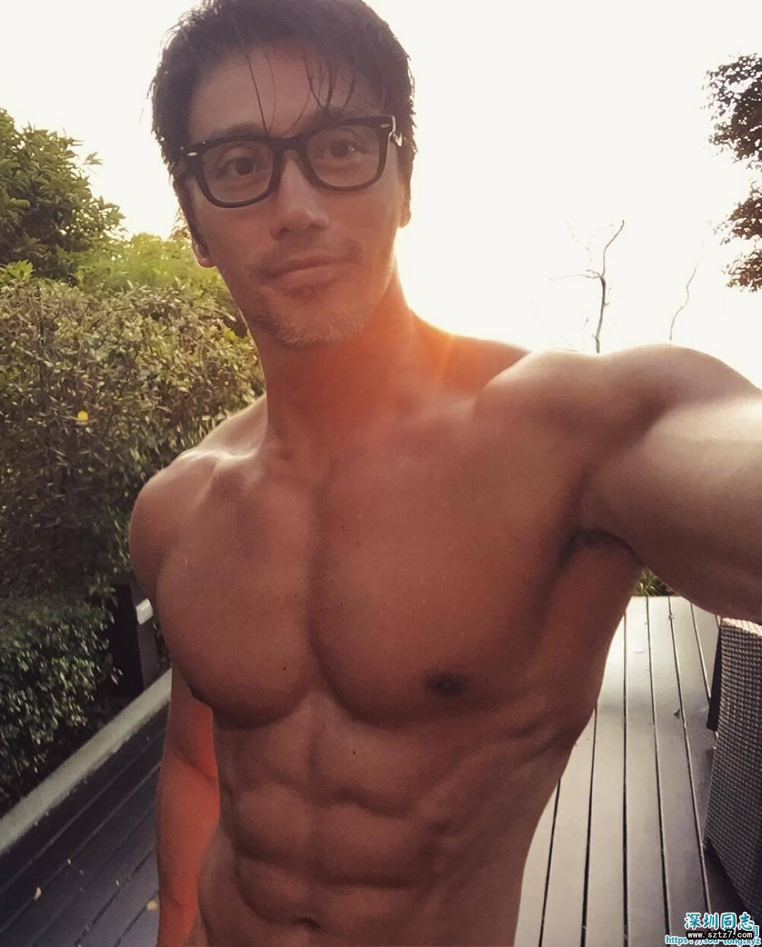 50岁新加坡摄影师肌肉发达完全不输小鲜肉