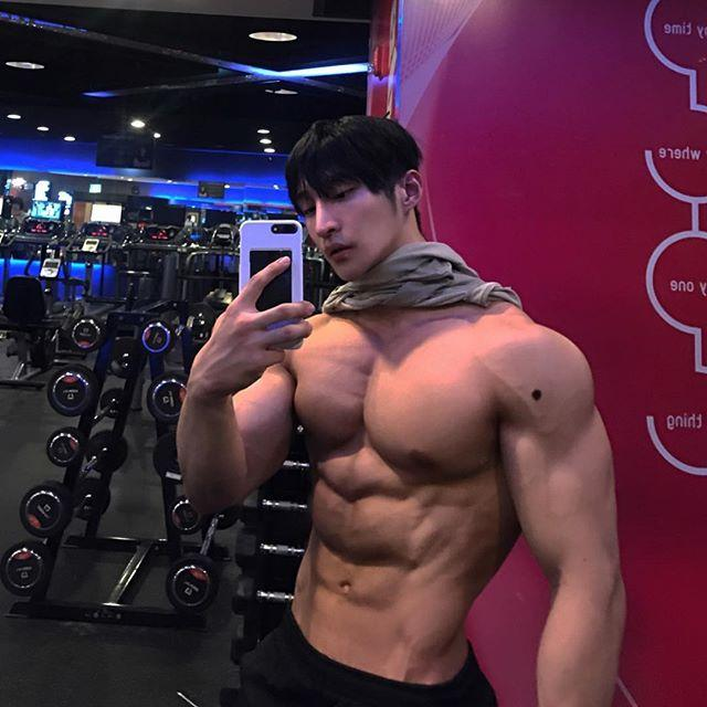 韩国25岁健美新星,每个月吃掉90斤鸡胸肉,公开宣称不用任何药物