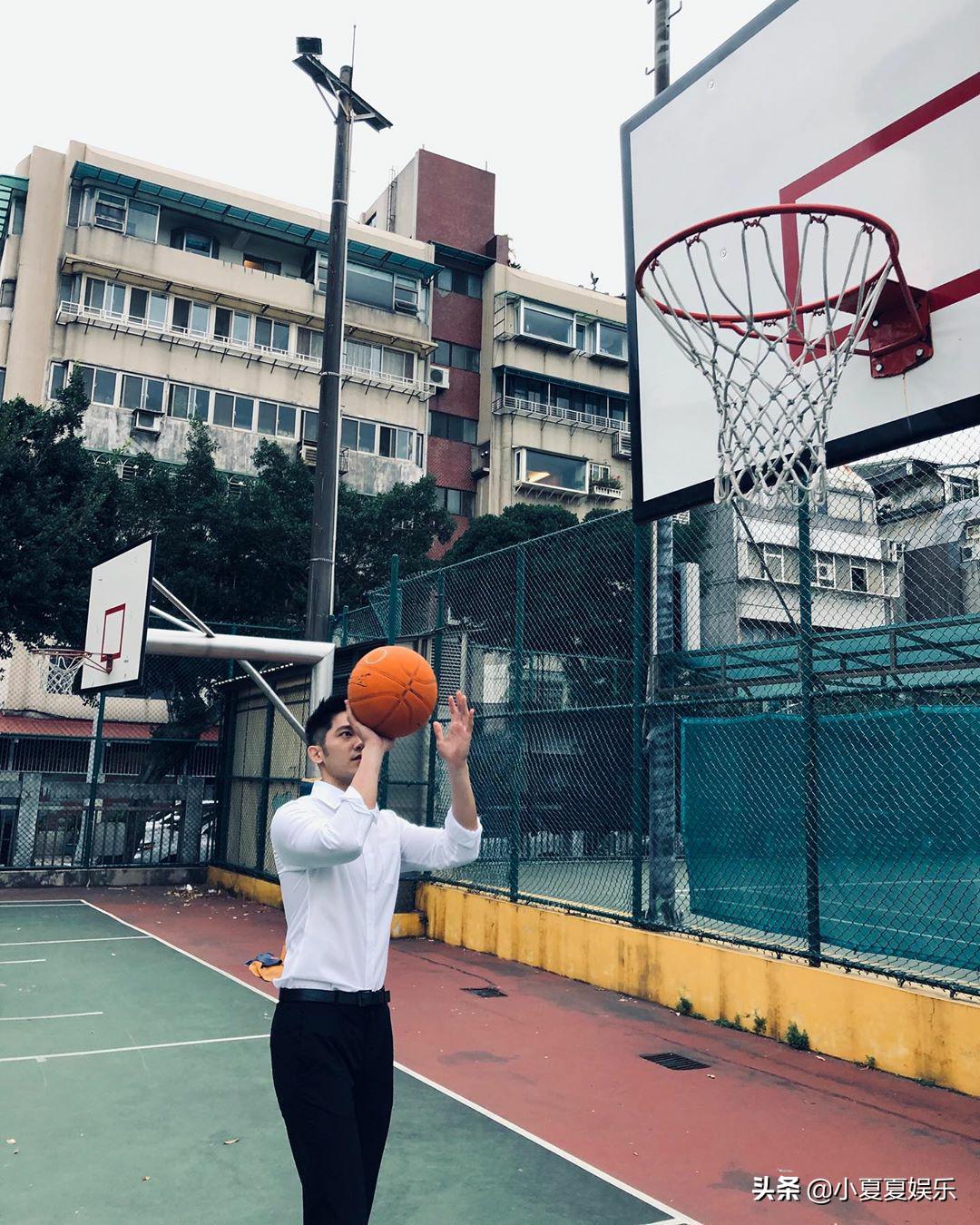 篮球场偶遇西装小哥哥,身手抢眼,有别样风味